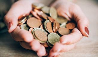 6 Tipps, mit denen man beim Kauf von Weihnachtsgeschenken bares Geld sparen kann