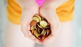 Warum man als Familie bewusst einmal Geld sparen sollte, woran es dabei häufig scheitert und wie es künftig besser gelingen kann